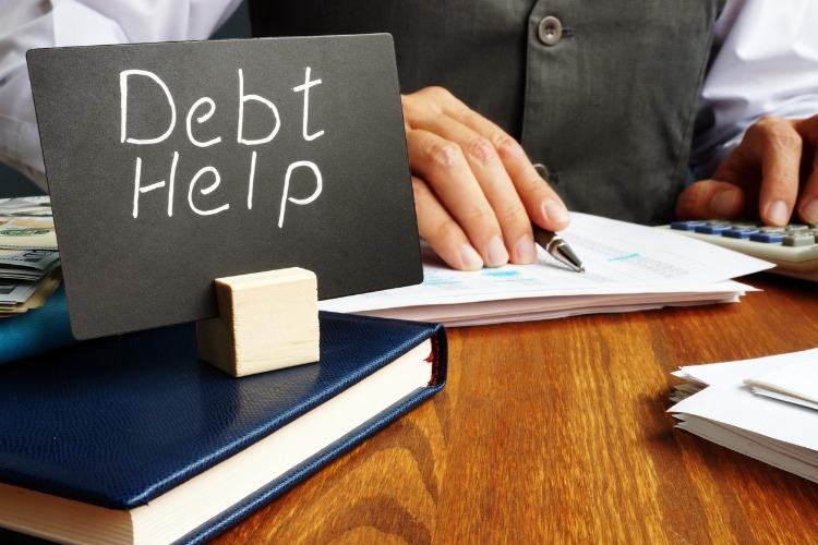Hai accumulato troppi debiti? Chiedi aiuto alle persone giuste!