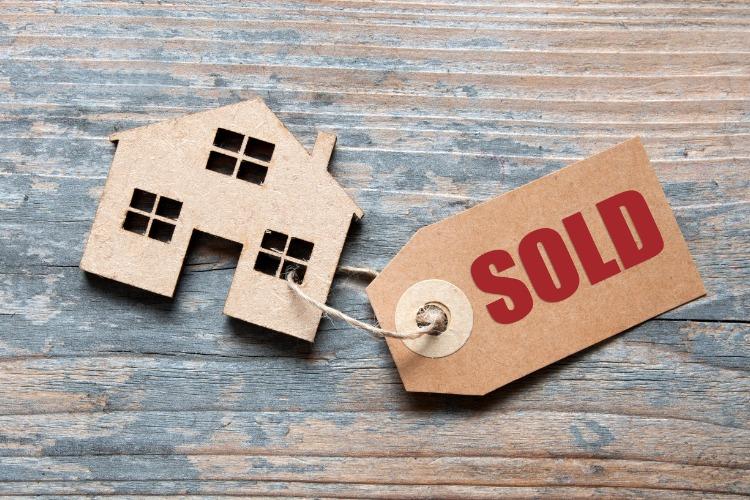 Di quanto scende il prezzo di una casa all'asta.